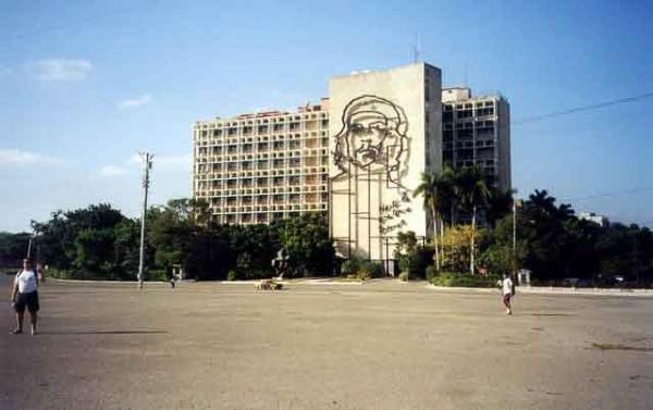 L_Avana---Plaza-de-la-Revol_web_
